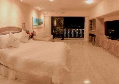 Queen Suite – Cama Queensize, sofa y TV de 55″